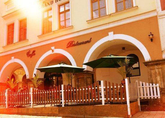 Grand Luxury Hotel : Sommerterasse