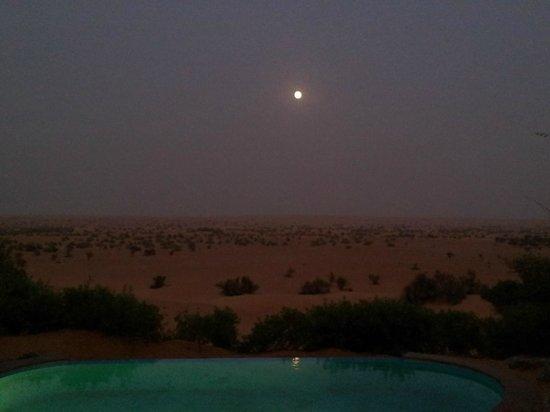 Murqquab, Vereinigte Arabische Emirate: Vue de nuit de notre suite