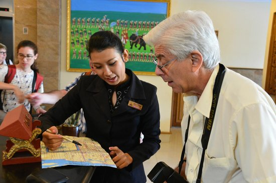 Hotel Yadanarbon: getting map help from the staff...