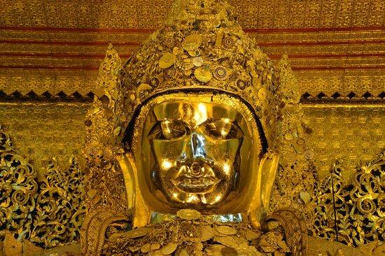 Hotel Yadanarbon: buddha image at a local temple...