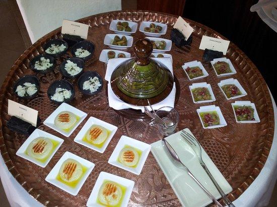 Al Maha, A Luxury Collection Desert Resort & Spa : Buffet du petit-déjeuner