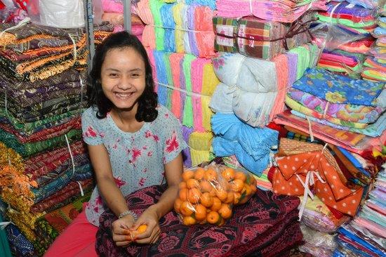Hotel Yadanarbon: an encounter in a local market...