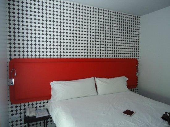 Pop Hotel : Cama grande e confortável