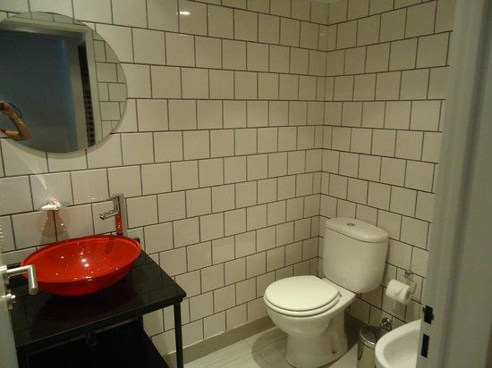 Pop Hotel: banheiro da suíte
