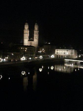 Storchen Zürich: Wunderschöner Ausblick am Abend