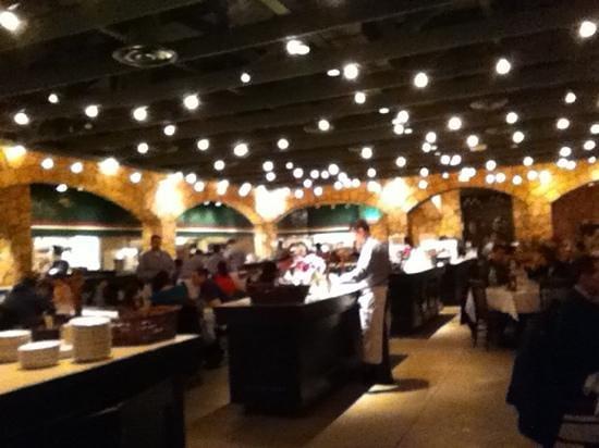 Romano's Macaroni Grill: dining hall