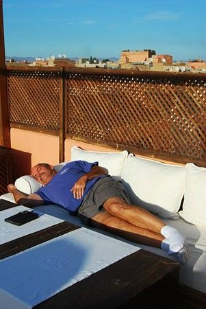Riad Cherrata : Relaxing on the terrace