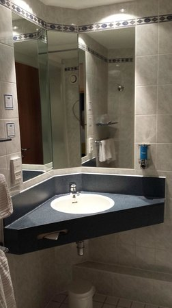Holiday Inn Express Manchester - Salford Quays: sink
