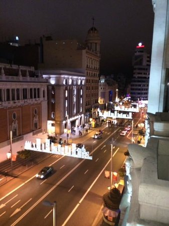 Tryp Madrid Cibeles Hotel: Aussicht auf die Gran Via