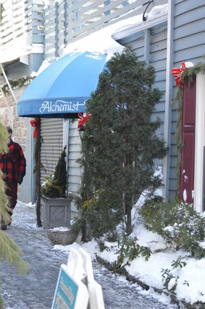 The Alchemist & Barrister Restaurant: Ally entry