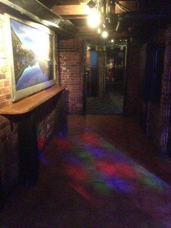 Club Aussie Bar - Helsinki : NZ hallway between Street bar and nightclub