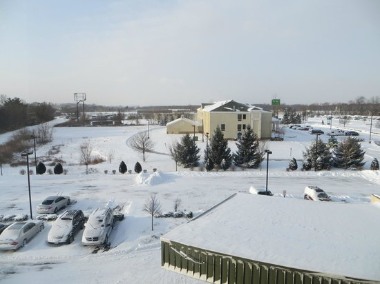 Courtyard by Marriott Burlington Mt. Holly Westampton : Room View Looking out the Front of the Hotel