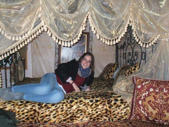 Moroccan House Hotel: CAMA CON DOSEL