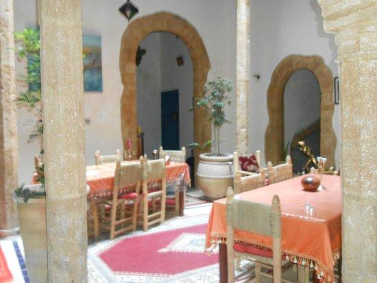 Riad le Cheval Blanc : En bas, salle à manger