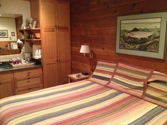 Steamboat Inn: room stream side cabins