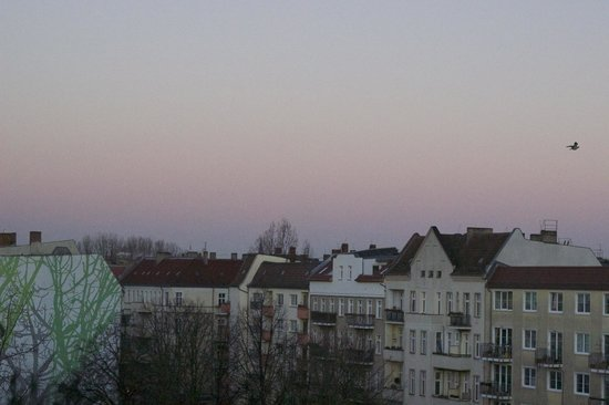 Georghof Hotel Berlin: Beautiful view from top floor of Berlin daybreak