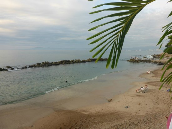 Costa Sur Resort & Spa: Swimming tidal pool and the bay beyond