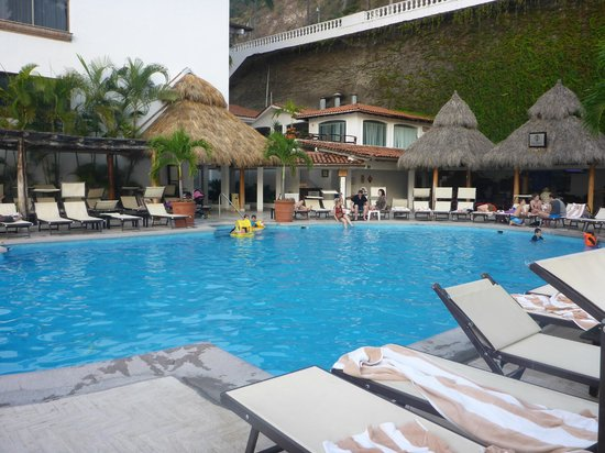 Costa Sur Resort & Spa: Main pool from the Barefoot Bar