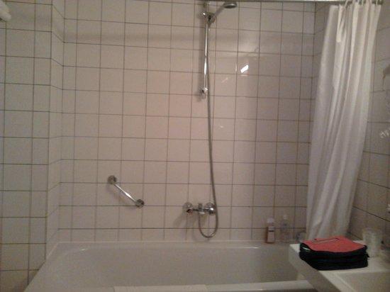 Rho Hotel: salle de bain