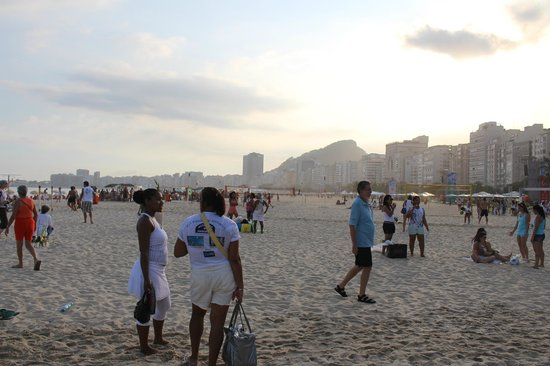 Arena Copacabana Hotel: sunset beach