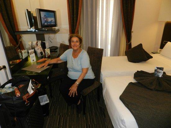 Best Western Plus Hotel Universo : habitación vista ventana