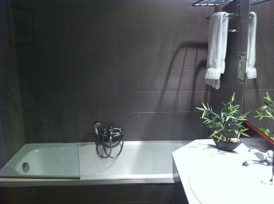Hotel Le Roosevelt: Salle de bain chambre classique