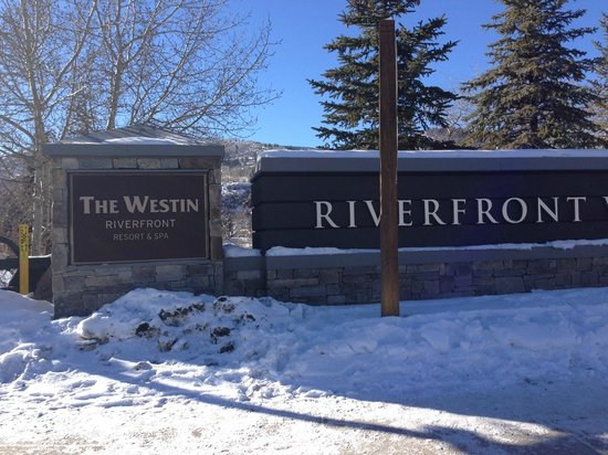 Westin Riverfront Resort & Spa : Entrance to the resort