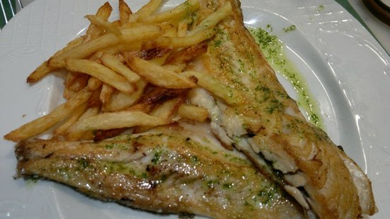 Casa Chiqui: Fillet of Sea Bream with home made fries