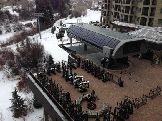 Westin Riverfront Resort & Spa Avon, Vail Valley: View of Gondola from our balony