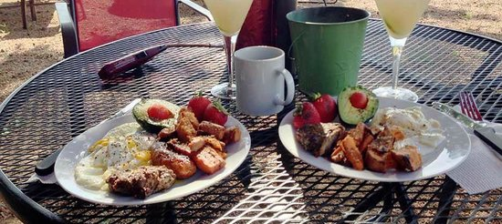 Garden City, TX: If weather permits…enjoy a full hot breakfast at our outdoor sitting area