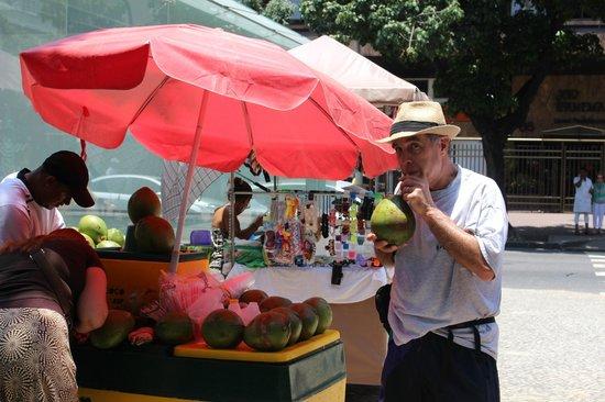 Feira Hippie de Ipanema: coconut