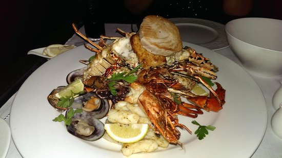 PER AQUUM Huvafen Fushi: Seafood platter