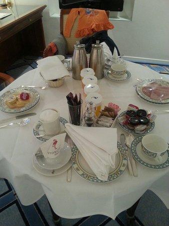 Storchen Zurich: Frisch und pünktlich das Frühstück :)