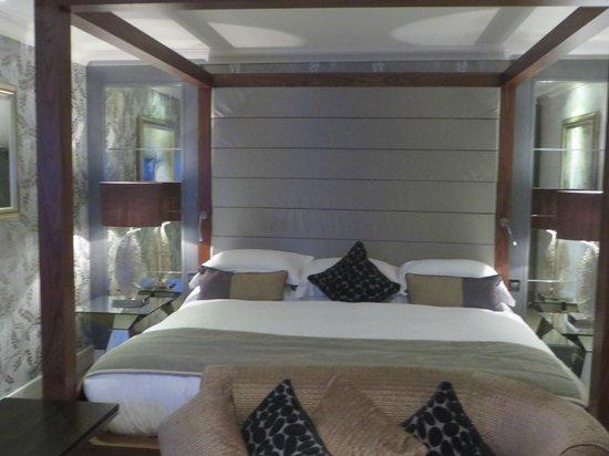 Grosvenor Pulford Hotel & Spa: super bed