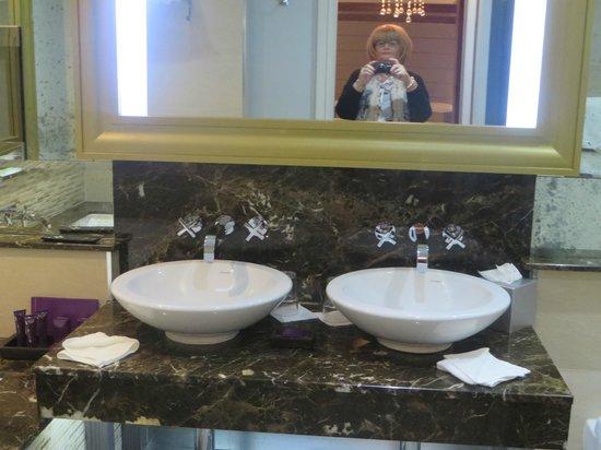 Grosvenor Pulford Hotel & Spa: bathroom