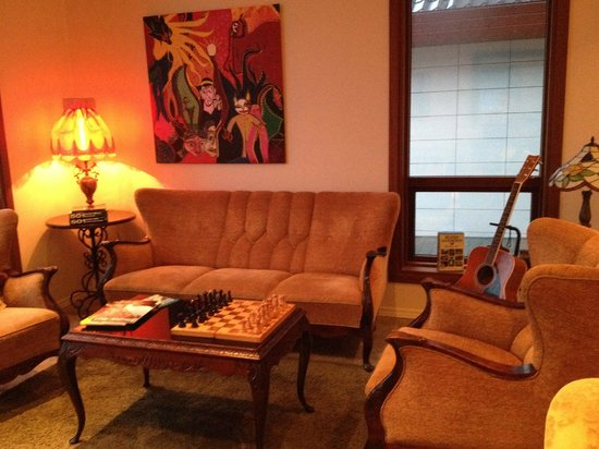Hotel Berg: Sitting room with guitar on offer!