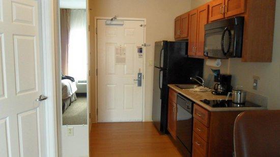 Candlewood Suites San Antonio Downtown : Room #209 - Kitchen Area