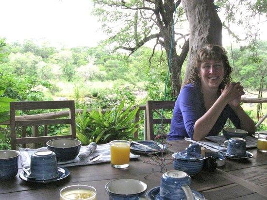Bua River Lodge : Dining at lodge