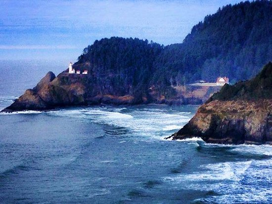 Heceta Head Lighthouse Bed and Breakfast: Lighthouse and B&B