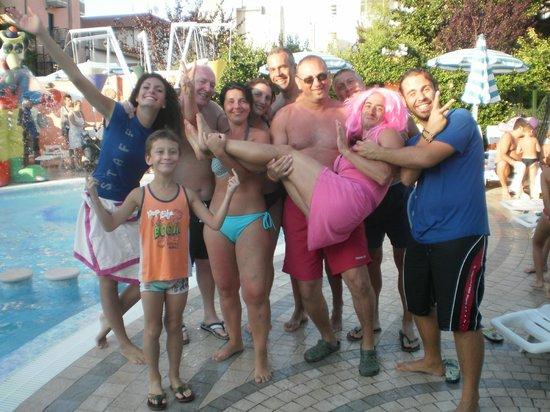 Hotel Azzurra: FOTO CON CRISTIAN IN PISCINA CHE BELLIII