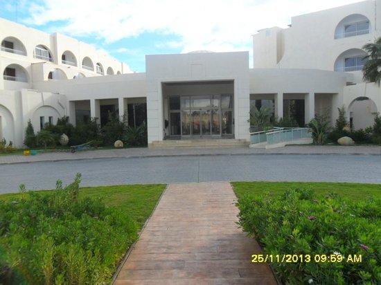 Khayam Garden: front of hotel