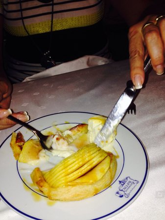 Restuarant Botin: Sobremesa torta de maçã quente , sorvete e  delicioso creme de limão