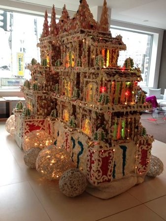 Melia Berlin: in the hotel lobby, a huge gingerbread house!