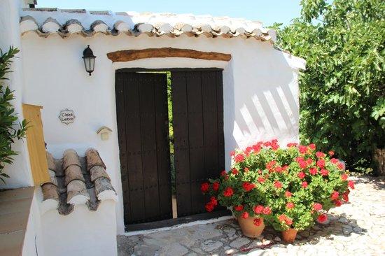 Cortijo Las Rosas: Entrance to Casita Liebre