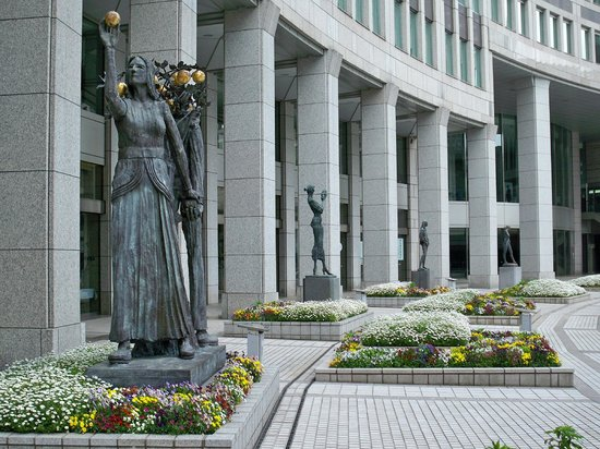 Tokyo Metropolitan Government Buildings : Small area in front of the building
