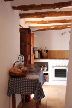 Cortijo Las Rosas: Kitchen of Casita Liebre