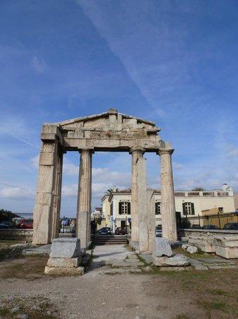 Roman Agora: arch near road