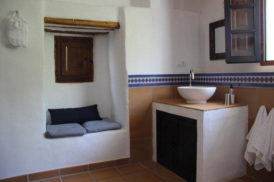 Cortijo Las Rosas: Bathroom of master bedroom