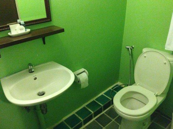 Imm Fusion Sukhumvit: bathroom/toilet