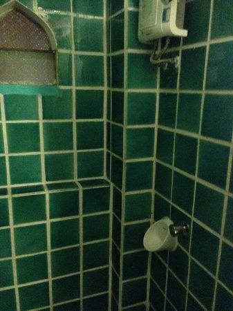 Imm Fusion Sukhumvit: shower